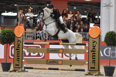 Bravo! Vaola de Chastelaures par Quack *AA* vainqueur du Grand Prix As (1 m30!) à Equita Lyon!!! Photo: GrAphix